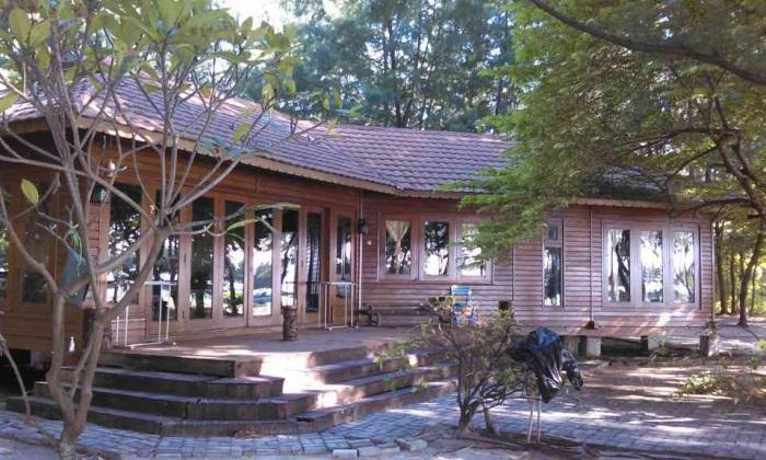 Divers Lodge (Villa milik empunya pulau, sayang tidak disewakan untuk umum)