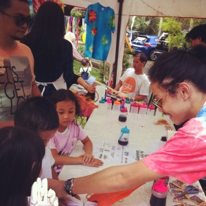 Kelas workshop Tie Dye sama om - om kece
