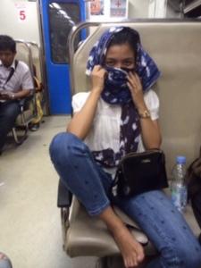 Terlatih membolang bersama pak bolang, gak masalah juga harus naik kereta commuter :P