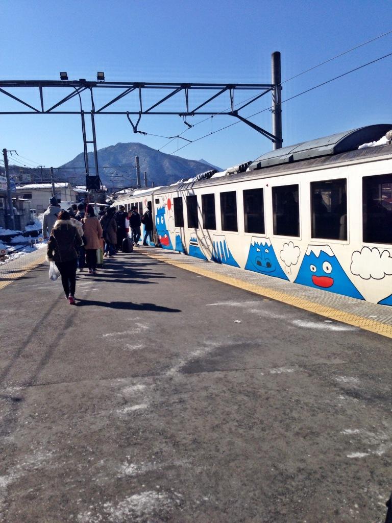 Otsuki Station , gemesh ya keretanya digambar - gambar gini