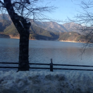 Perjalanan sepanjang Lake Saiko